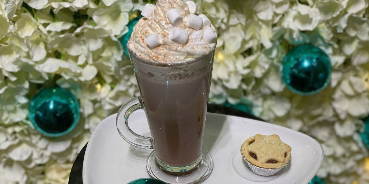 hot chocoloate and mince pie